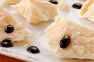 Formaggio Parmigiano e aceto balsamico