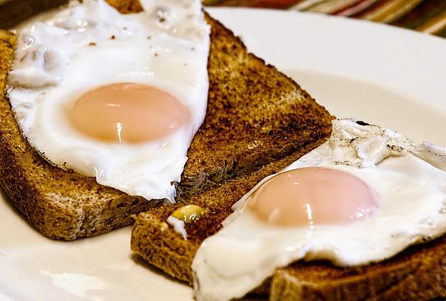 Uova speck e patate saltate